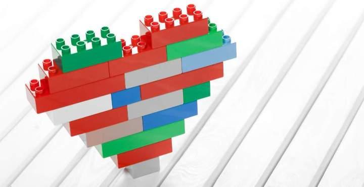 szív építőkockákból
